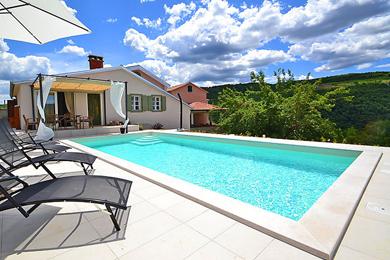ferienhaus mit pool ferienwohnung mit pool. Black Bedroom Furniture Sets. Home Design Ideas