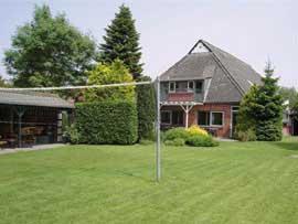 Gruppenhaus im ehemaligen Bauernhof mit zwei Wohneinheiten und eigener Anlegestelle am Hoornster Maar